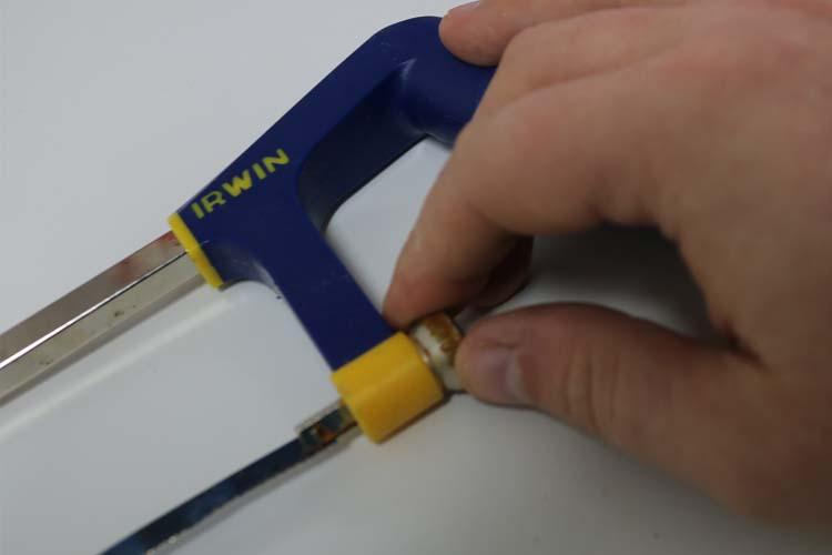 how to change a irwin hacksaw blade 2
