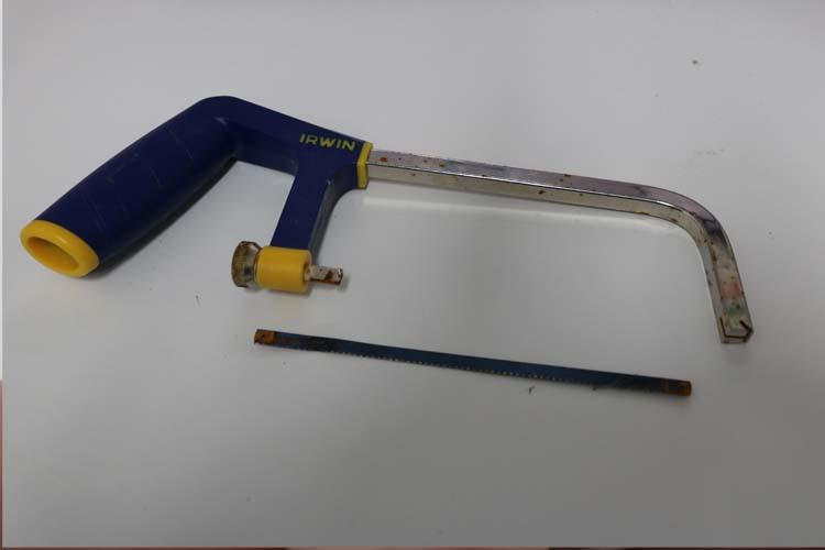 how to change a irwin hacksaw blade 4