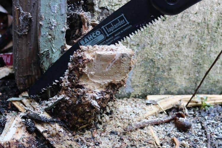 Folding saw can get in nice and close